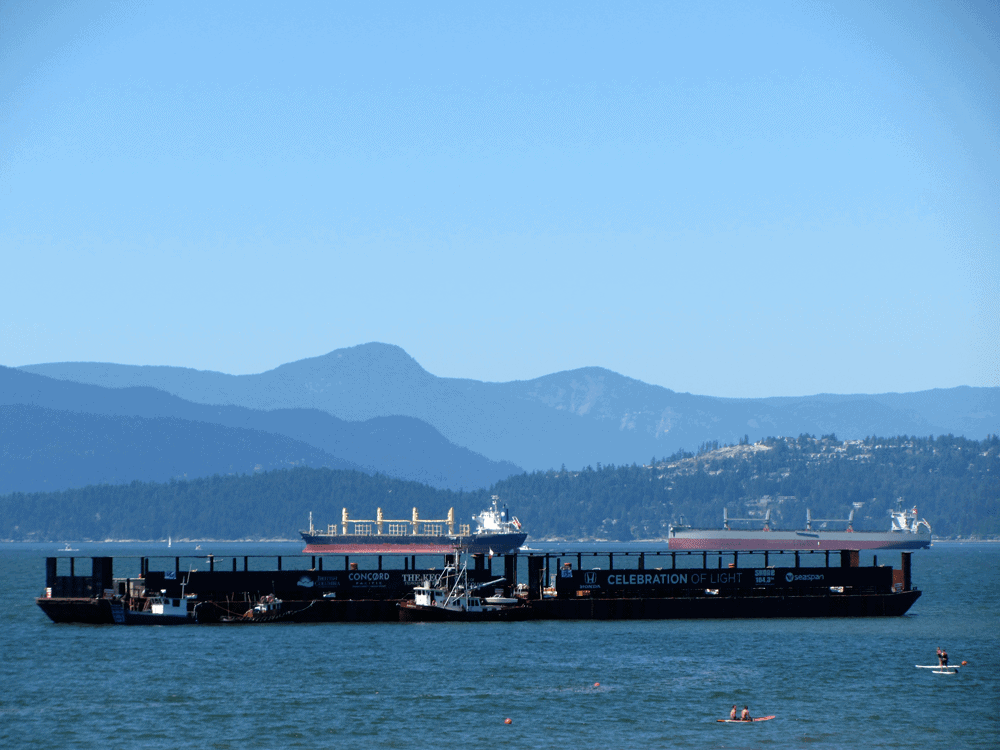Tanker in der English Bay? – Es ist Celebration of Light Festival Zeit