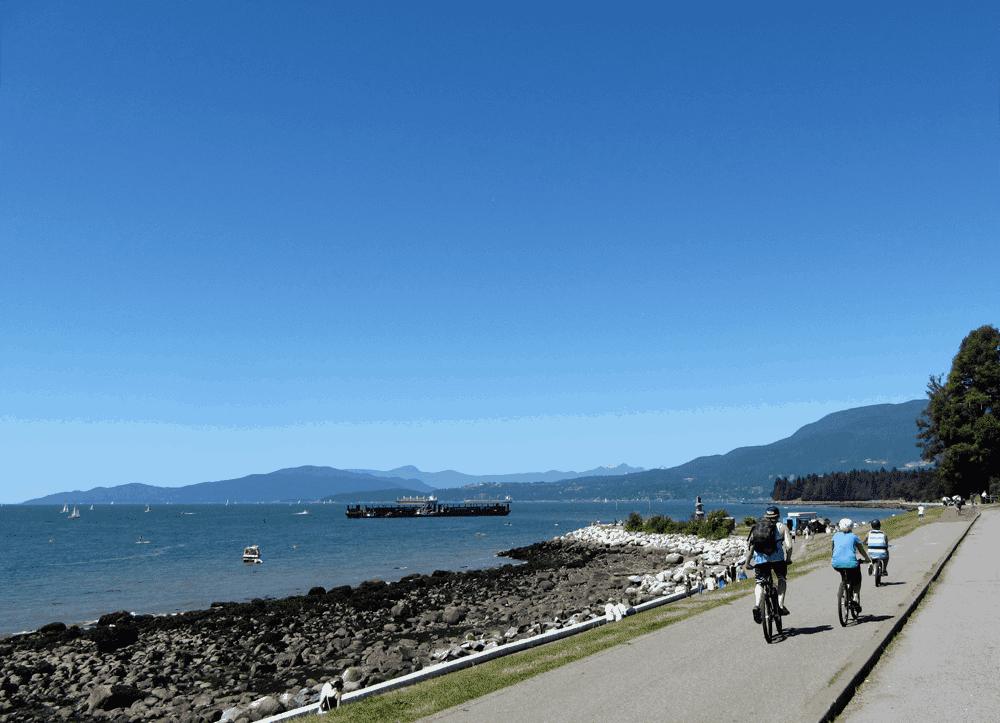 Vorsichtig an der English Bay: Hier sind alle unterwegs von Spaziergängern über Fahrradfahrern bis hin zu Dir