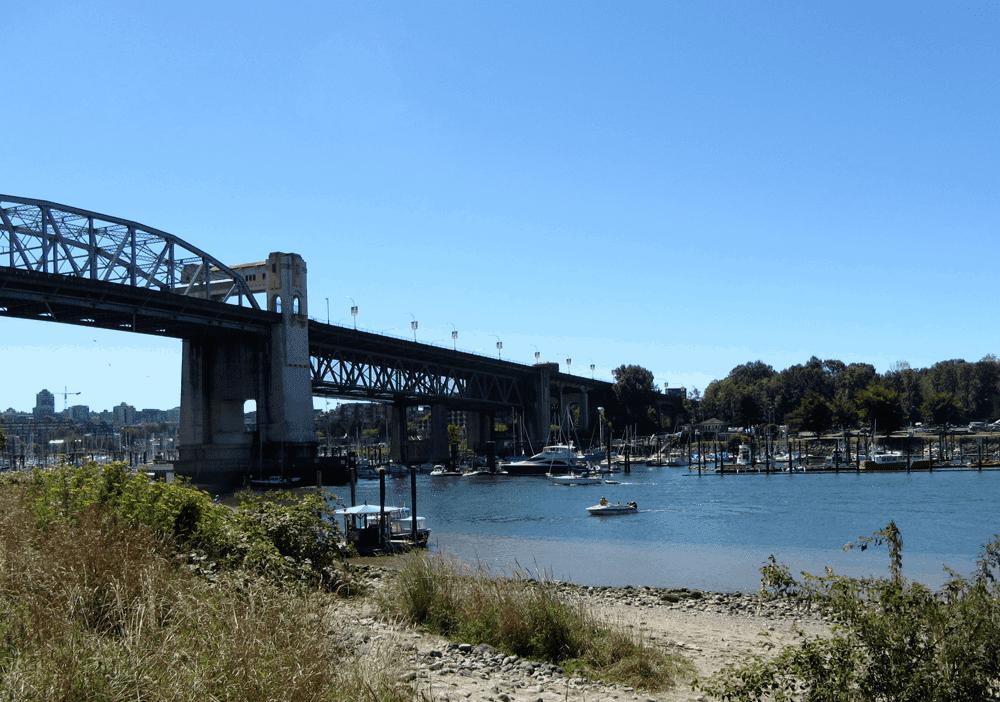 Die Granville Bridge bringt Dich per Bus nach Granville Island und Kitsilano