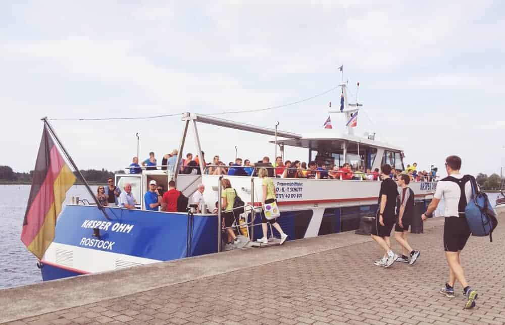 Mit der Fähre zum Start: Das gibt's nur in Rostock