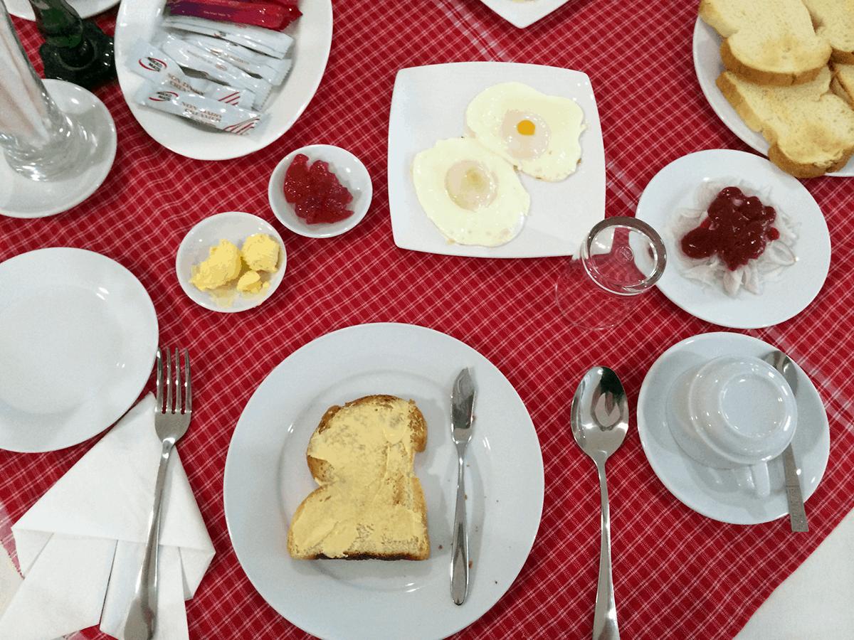 Frühstück in Myanmars Hotels