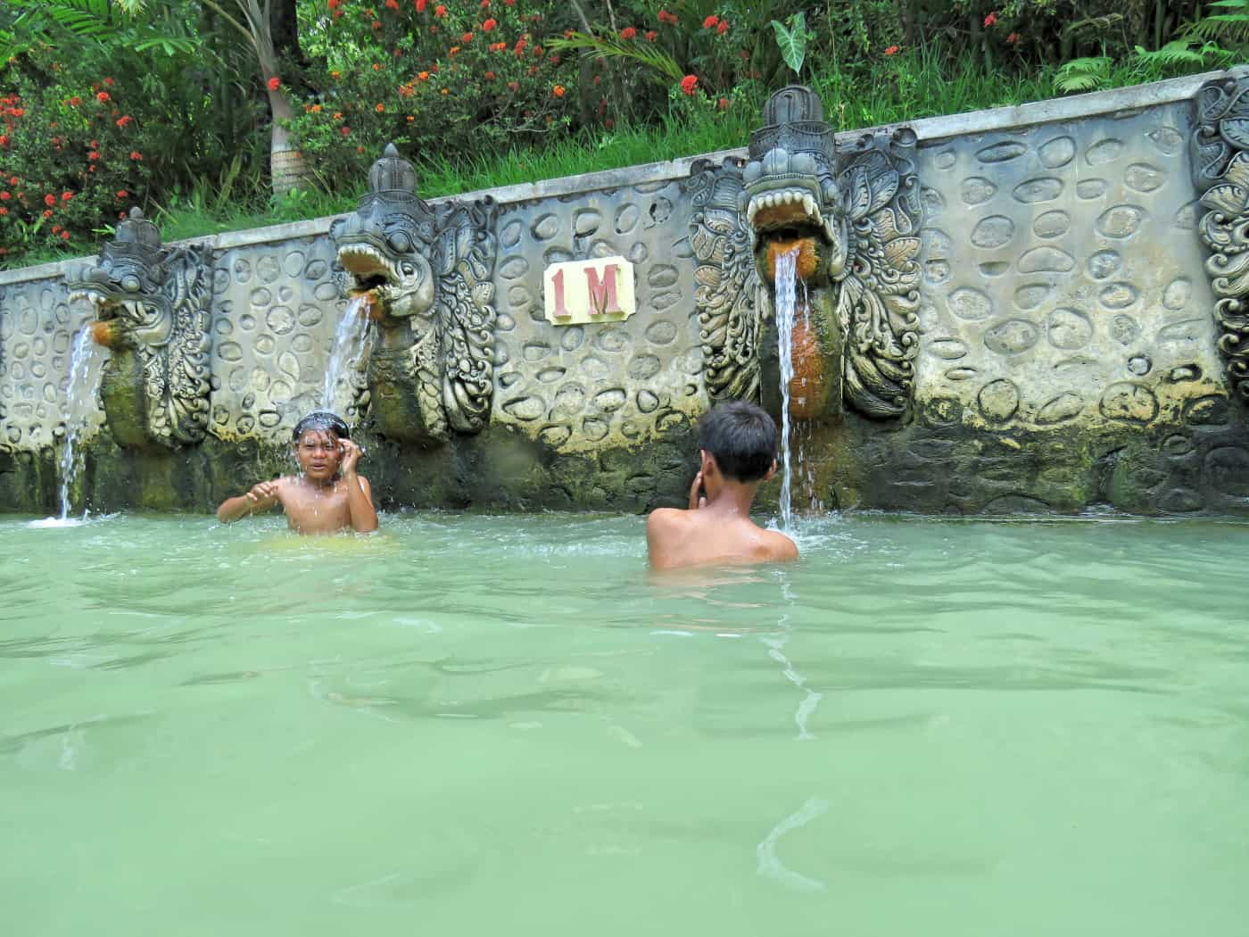 gogirlrun_bali_indonesien_privatetour_norden_Air Panas Banjar_54