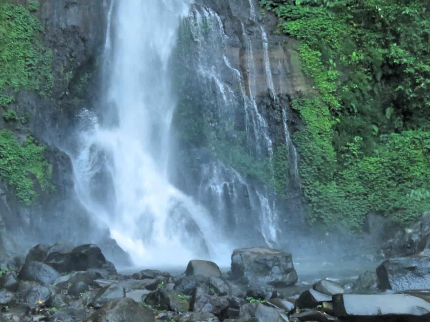 gogirlrun_bali_indonesien_privatetour_norden_gitgit_waterfall_62