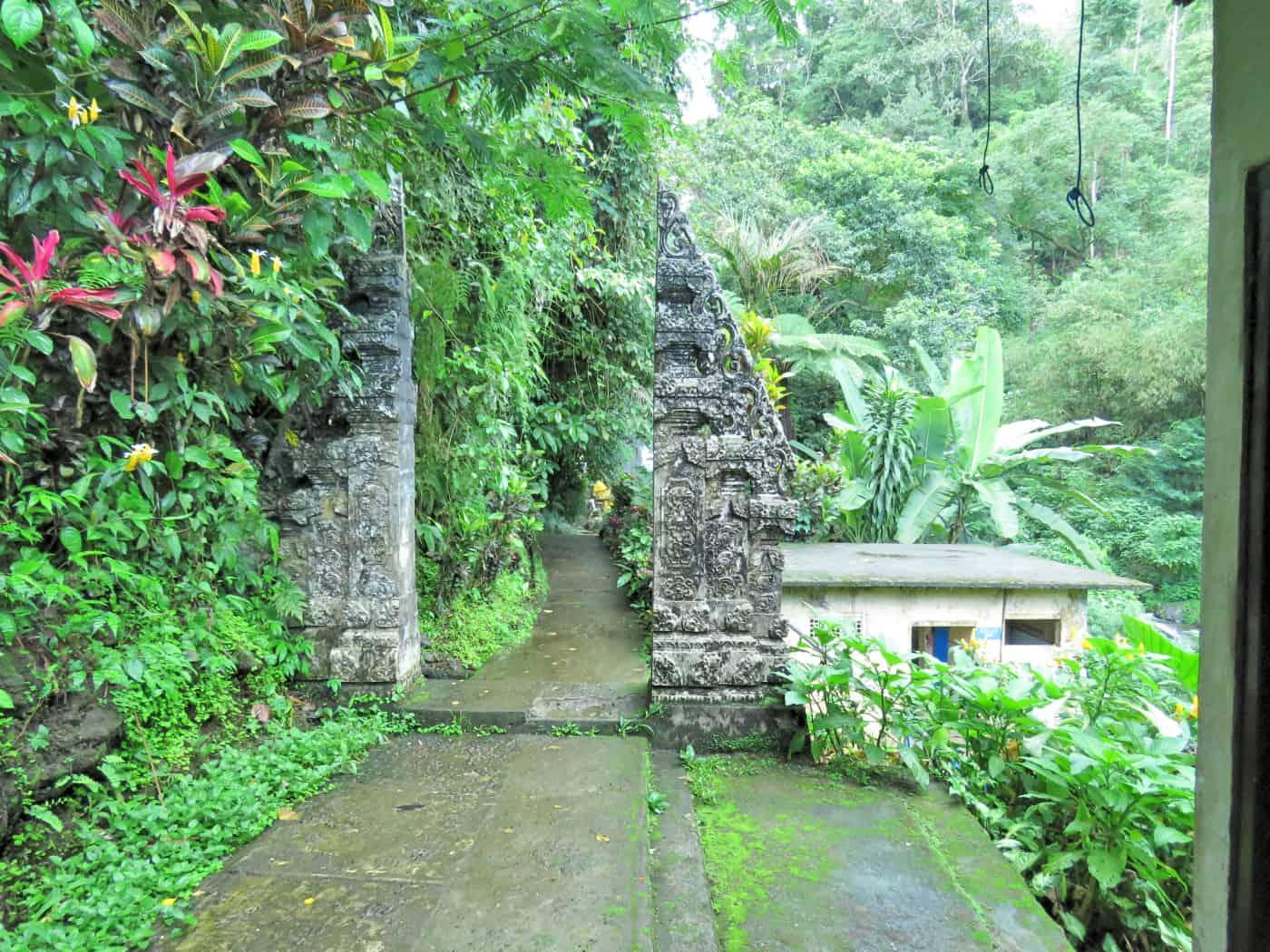 gogirlrun_bali_indonesien_privatetour_norden_gitgit_waterfall_67