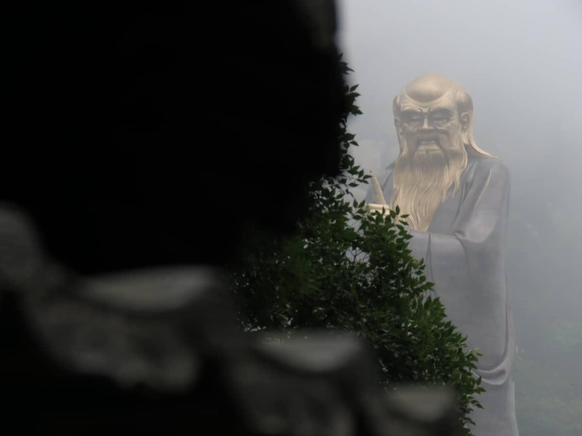 Laoshan: Statue von Latose