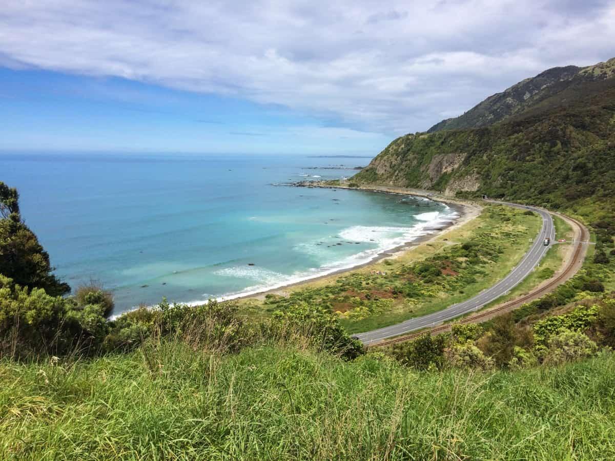 Der Highway nach Kaikoura verläuft immer am Meer entlang