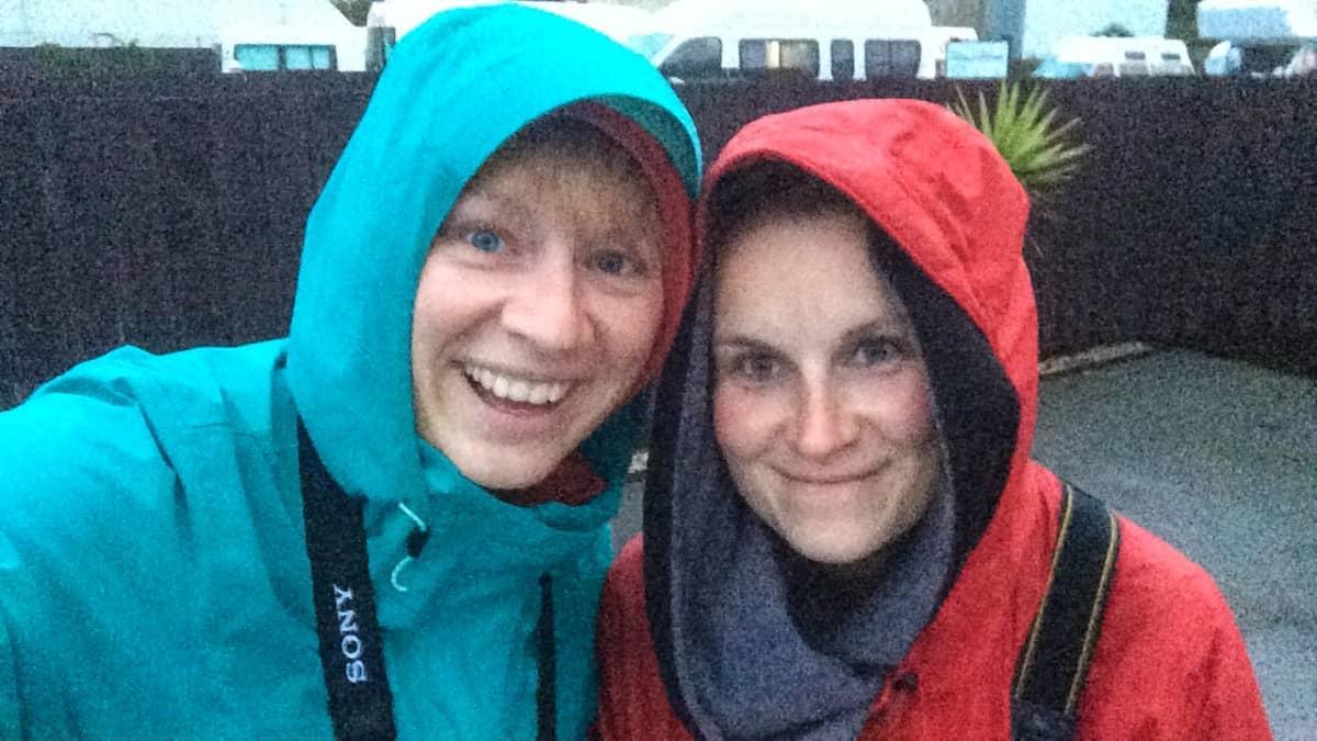 Auf Pinguinbeobachtungstour im abendlichen Regen