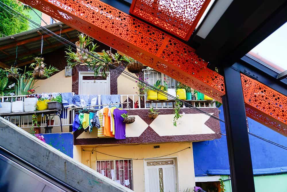 Rolltreppe in der Comuna 13 in Medellín