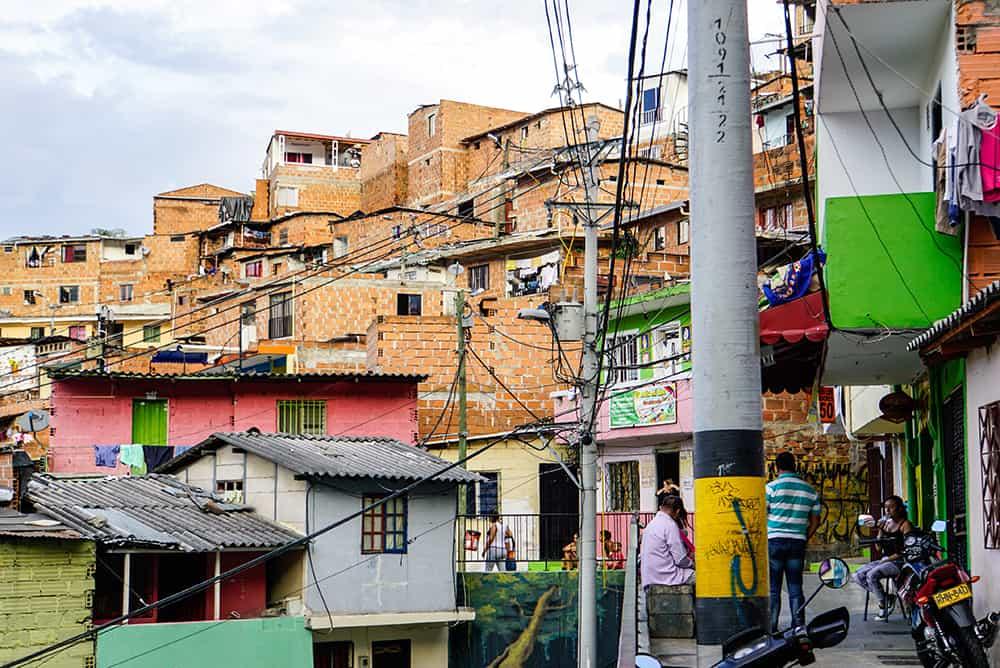 Gasse in der Comuna 13 in Medellín