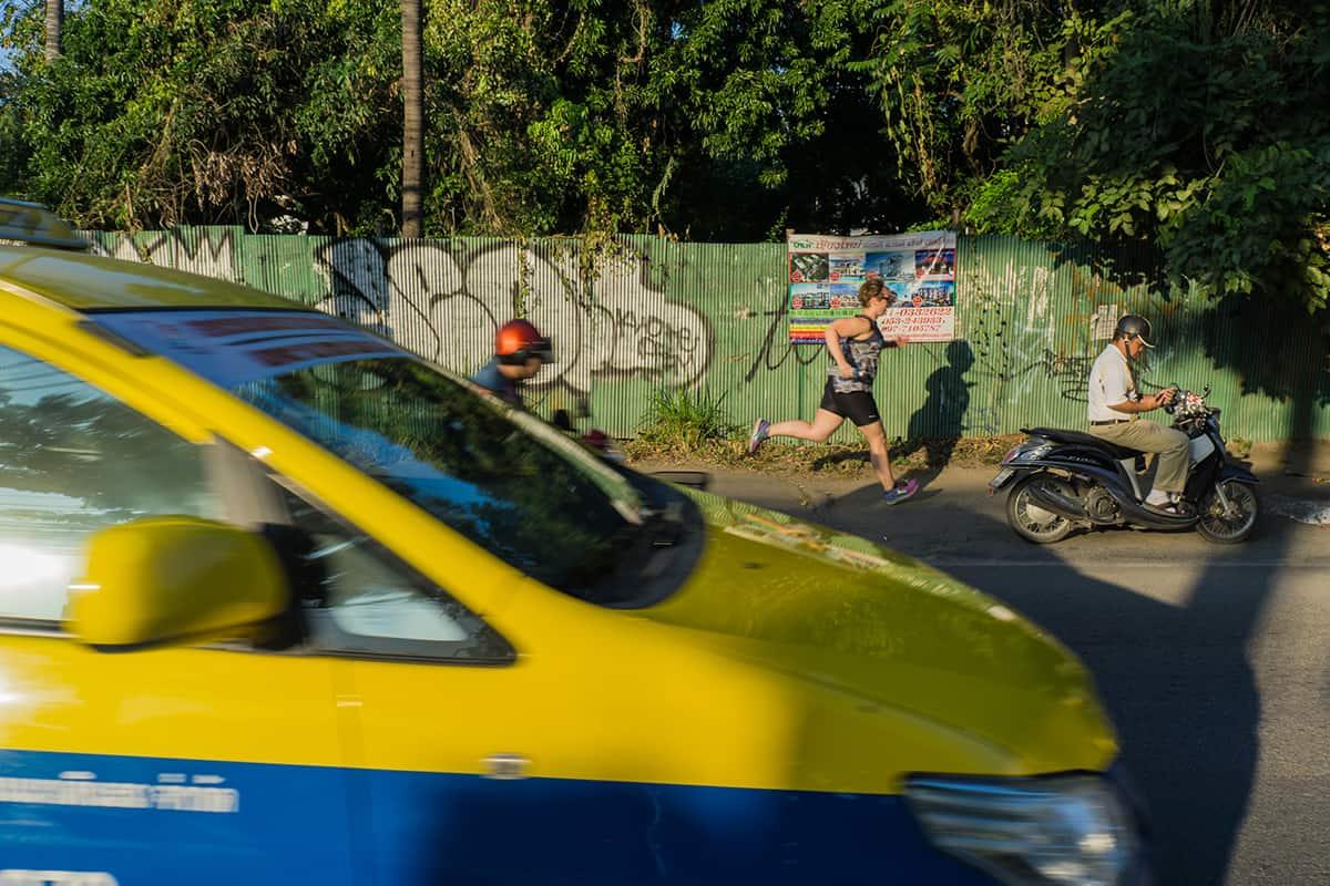 Laufen mitten im Straßenverkehr von Chiang Mai ist nicht für jeden etwas