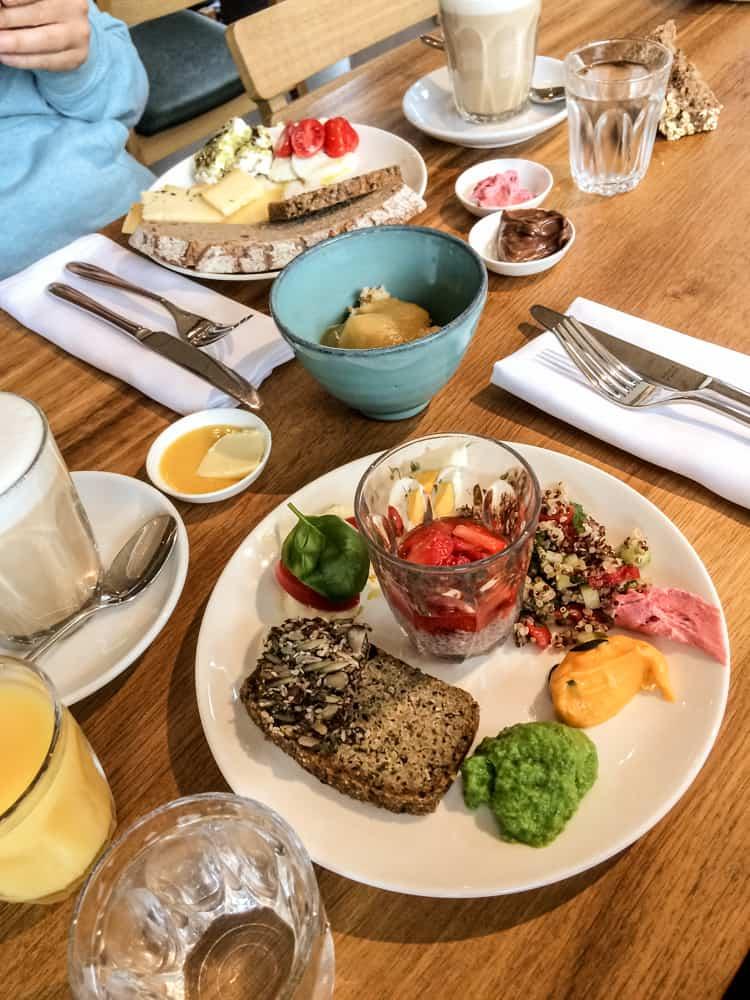 Frühstück Café Deli in Mellau