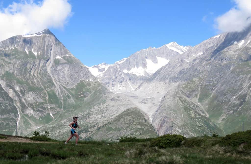 Laufen in den Schweizer Alpen